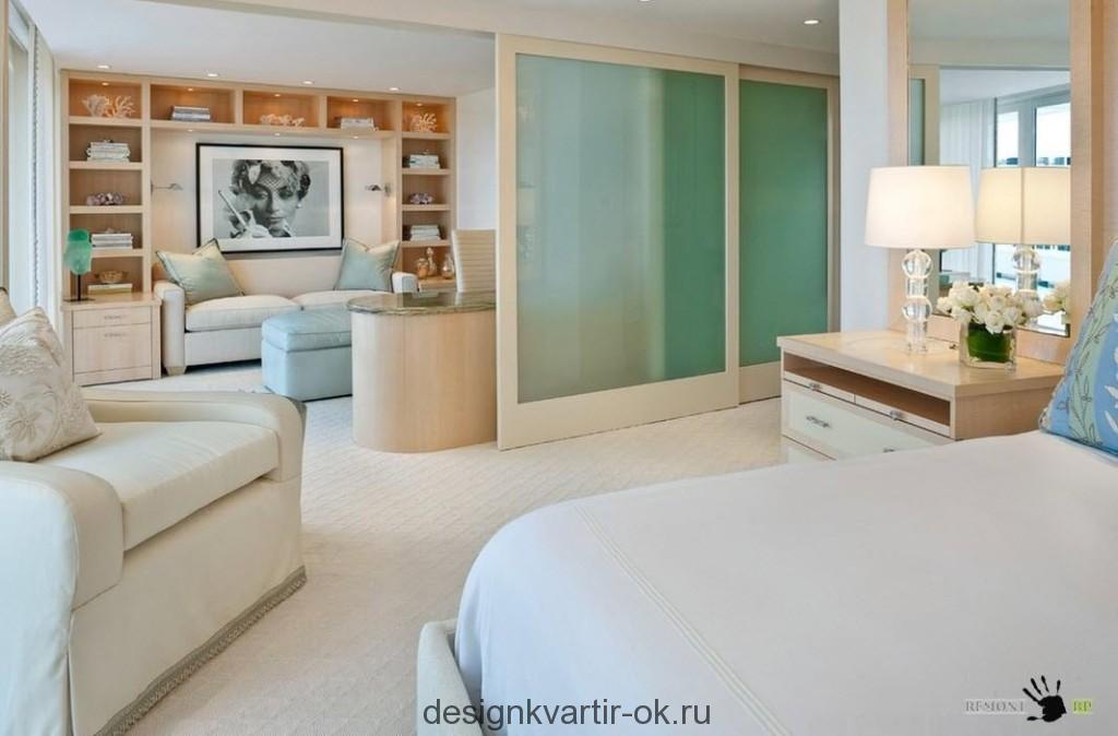 Woonkamer Slaapkamer Combinatie : Het scheiden van de kamer in de woonkamer en slaapkamer glijden
