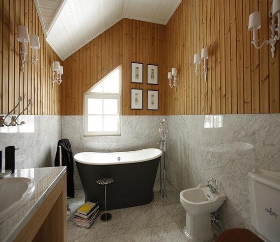 Обычно, ванные комнаты в квартирах подобного типа имеют площадь не больше 5 квадратных метра, да еще и не очень удобную планировку.