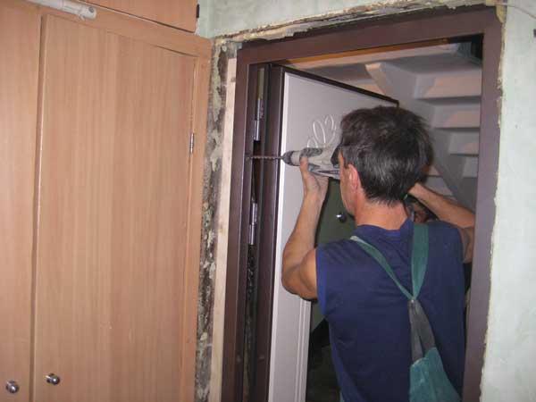 Устанавливаем входную дверь своими руками 626